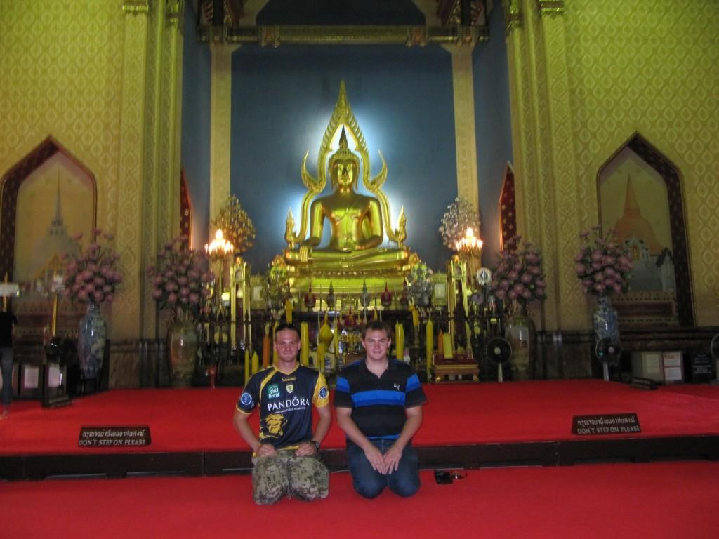 Freddi und ich im Buddhatempel